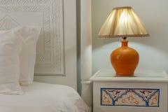 Lampa på en nihgtstand Royaltyfri Fotografi