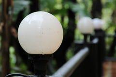 Lampa på stålstaketet Royaltyfria Bilder