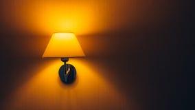 lampa på väggen Arkivfoto