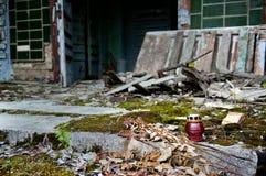 Lampa przy wejściem dom w Pripyat, Chernobyl niedopuszczenia strefa Fotografia Stock