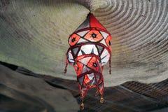 Lampa som är handgjord i dörr Arkivfoto