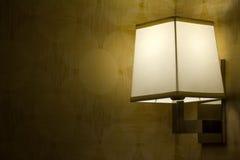 lampa tänd vägg Arkivfoto