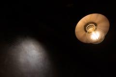 Lampa w ciemnym tle fotografia royalty free