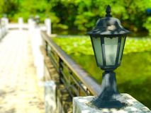 Lampa w jeziorze w wielkim HK kampusie fotografia royalty free