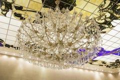 Lampa złoto i kryształy obraz royalty free