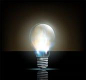 Lampada ad incandescenza d'ardore su un fondo scuro Fotografie Stock