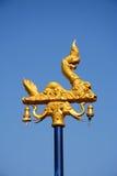 Lampada all'aperto dell'oro di naka con cielo blu Immagini Stock Libere da Diritti