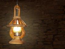 Lampada bruciante di legno d'annata che appende su un BAC antico della parete di pietra Immagine Stock Libera da Diritti