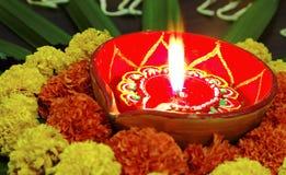 Lampada chiara della candela della diva dei tageti di Diwali di colori Fotografia Stock Libera da Diritti