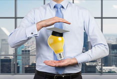 Lampada con il cappello del celibe Fotografia Stock