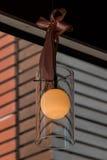 Lampada d'annata alta chiusa per decorare stanza Immagine Stock
