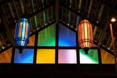 Lampada d'annata variopinta del soffitto di vetro sul soffitto Immagini Stock