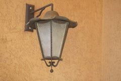Lampada da parete della via su un balcone Immagini Stock Libere da Diritti