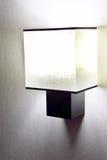 Lampada da parete moderna sulla parete. Immagine Stock