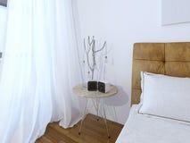 Lampada da tavolo insolita sulla camera da letto moderna Immagine Stock Libera da Diritti