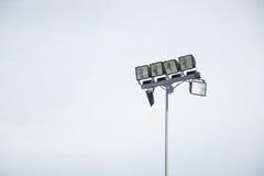 Lampada del campo con il fondo isolato del cielo Fotografie Stock