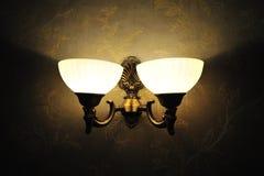 Lampada dell'annata sulla parete Fotografie Stock