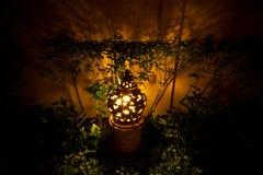 Lampada dell'argilla in giardino Fotografia Stock