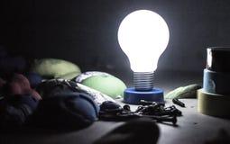 Lampada della lampadina nella palestra di arrampicata Immagine Stock