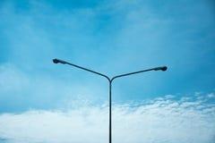 Lampada della strada con il fondo del cielo Immagini Stock