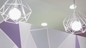Lampada di alta tecnologia e di modo nello stile moderno Lampada calda della lampadina di tono Lampade in caffetteria ed in bouti Immagini Stock