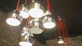 Lampada di alta tecnologia e di modo nello stile moderno e d'annata Lampada calda della lampadina di tono Lampade in caffetteria  Fotografia Stock Libera da Diritti