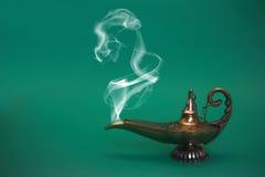Lampada di fumo dei genii Fotografie Stock Libere da Diritti