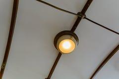 Lampada di illuminazione costruita nel soffitto fotografia stock