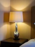 Lampada di lato del letto Fotografie Stock Libere da Diritti