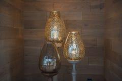 Lampada di pavimento decorativa classica, fondo di legno leggero diritto Fotografie Stock Libere da Diritti