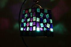 Lampada di piccoli vetri con una candela dentro fotografie stock libere da diritti