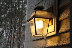Lampada di Snowy Fotografie Stock