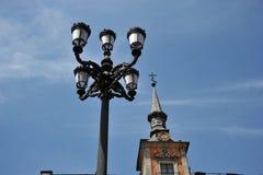 Lampada di via nel centro della capitale spagnola Immagine Stock