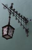 Lampada di via sulla parete Immagine Stock