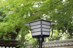 Lampada di via in un tempio giapponese fotografie stock libere da diritti