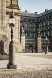 Lampada e portoni di via di Christiansborg Immagine Stock