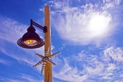 Lampada e un ornamento di natale Immagine Stock Libera da Diritti