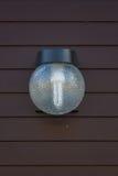 Lampada leggera sul portone anteriore della decorazione residenziale Immagine Stock Libera da Diritti