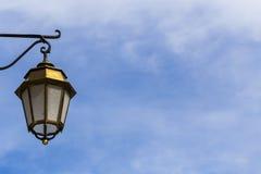 Lampada nel cielo blu Immagine Stock Libera da Diritti