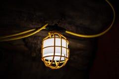 Lampada nella caverna sotterranea fotografia stock libera da diritti