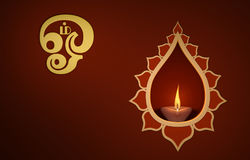 Lampada a olio tradizionale indiana decorativa con il simbolo del OM Immagine Stock