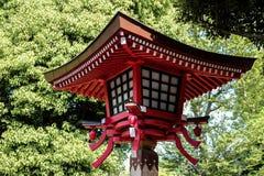 Lampada rossa in tempio del Giappone Immagine Stock Libera da Diritti