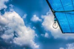 Lampada su cielo blu Immagine Stock Libera da Diritti