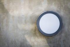Lampada su una parete Fotografie Stock