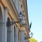 Lampada sul sostegno fuso nella città di Lucca, Italia fotografia stock