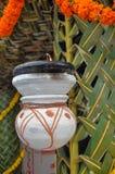Lampada tradizionale indiana nella casa di nozze immagine stock