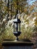 Lampadaire classique dans l'arrangement rural d'automne photo stock