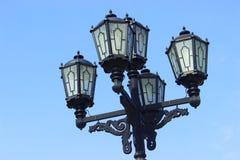 Lampadaire de vintage sur le fond de ciel bleu Images libres de droits
