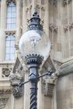 Lampadaire en dehors des Chambres du Parlement, Westminster ; Londres Photographie stock