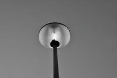 Lampadaire en noir et blanc Photos stock